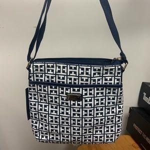 Tommy hilfiger nwt 10x10 purse navy white
